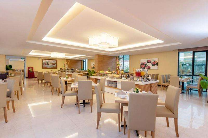 The Royale Bintang The Curve