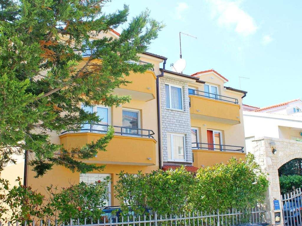 Catalina Apartments