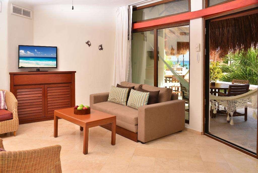 Playa Palms Beachfront Hotel